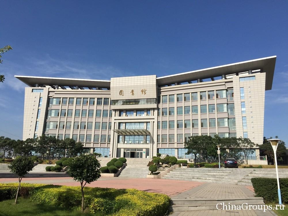 Здание библиотеки Ляонинского медицинского университета