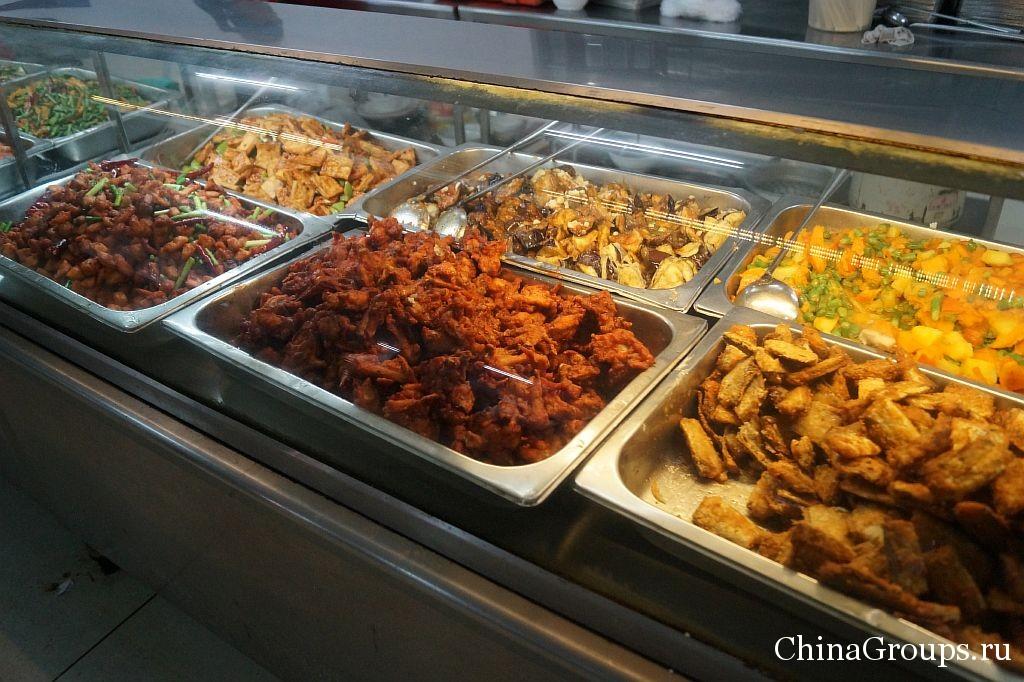 Блюда китайской пищи в стловой