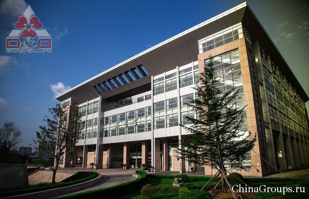 Территория кампуса университета Лудонг