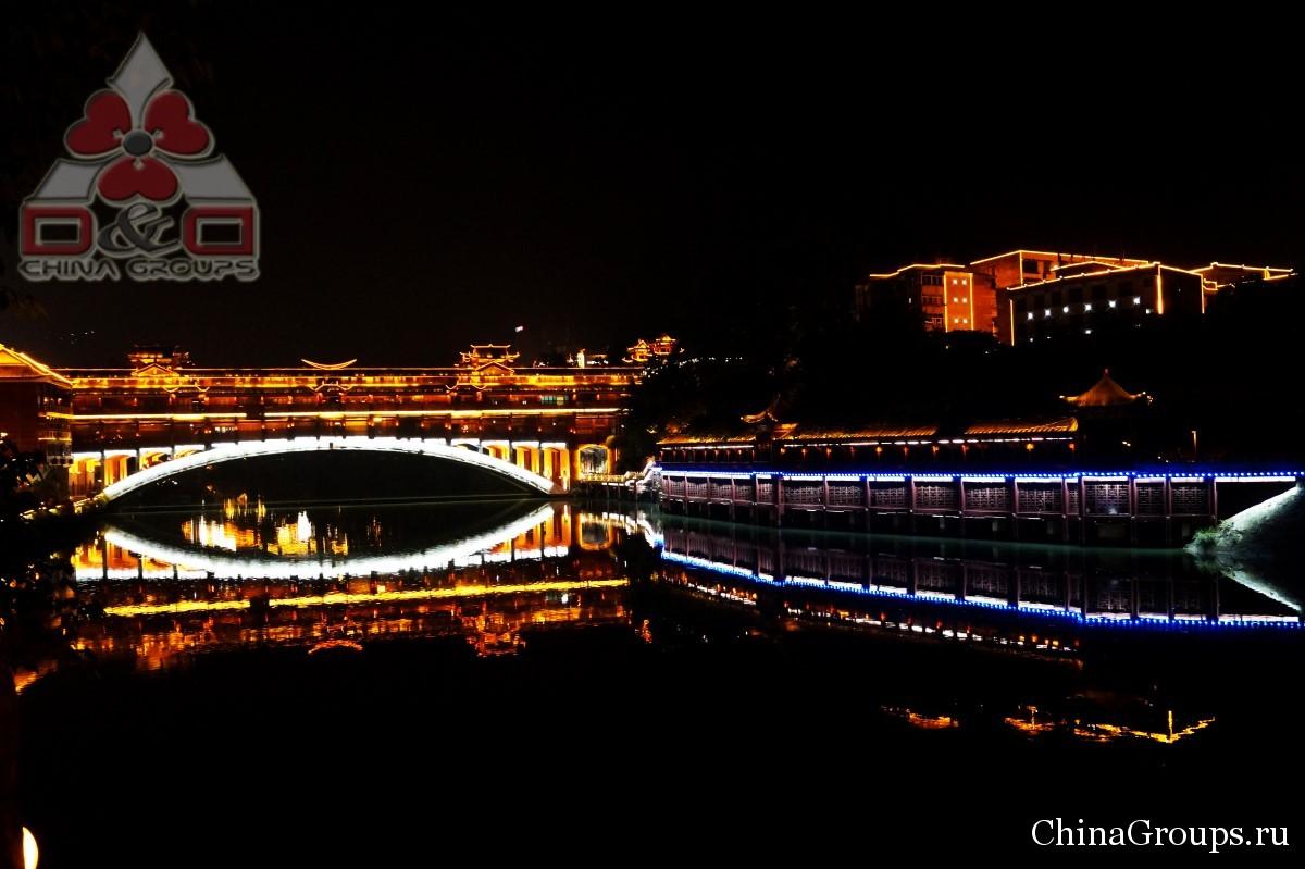 Институт Тунжень ночной мост