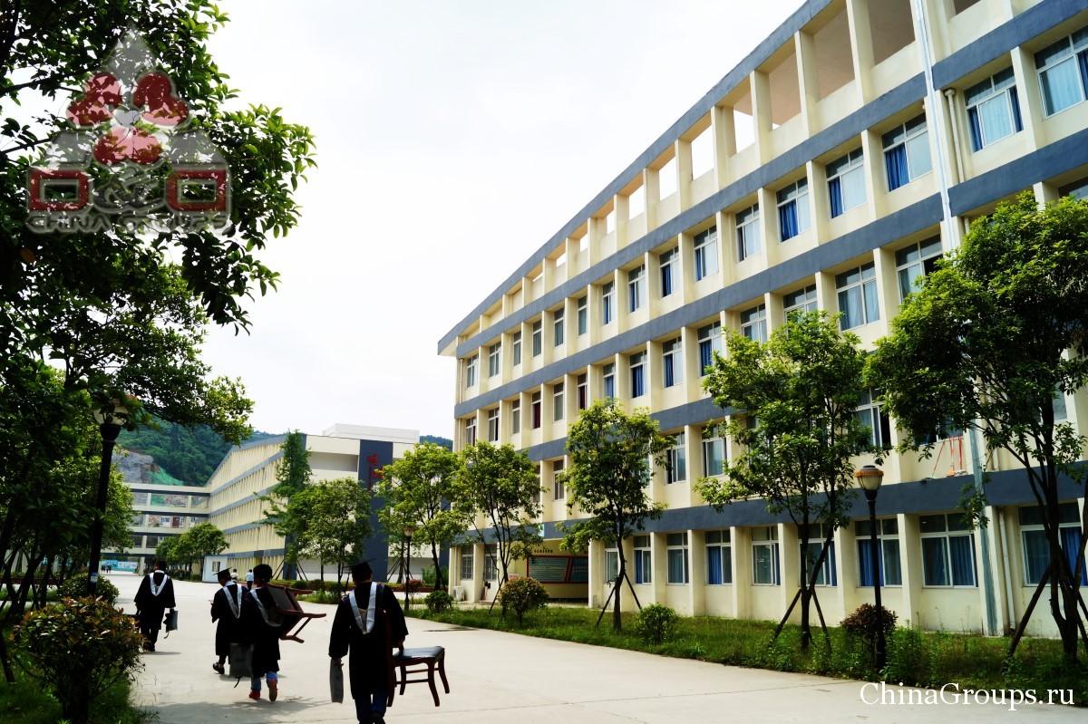 Институт Тунжень территория кампуса студенты на территории кампуса