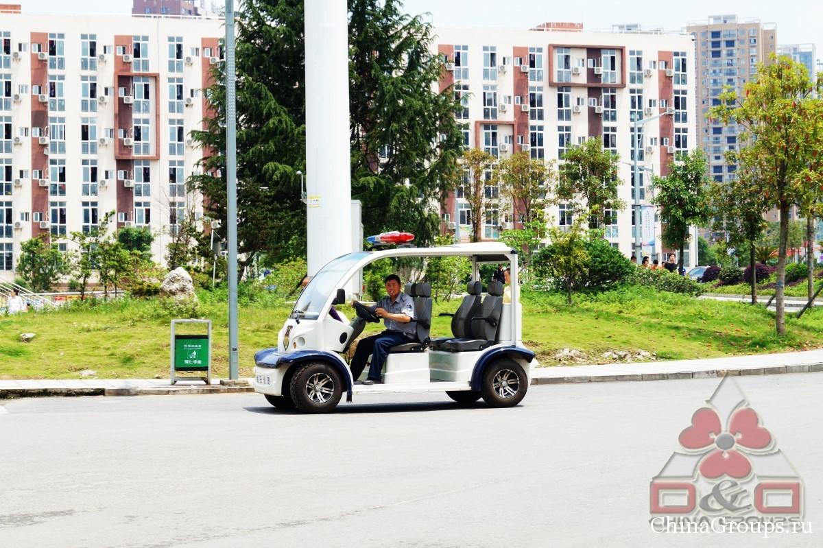 Институт Тунжень территория кампуса сотрудник охраны