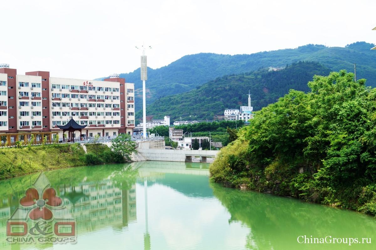 Институт Тунжень территория кампуса вид с реки