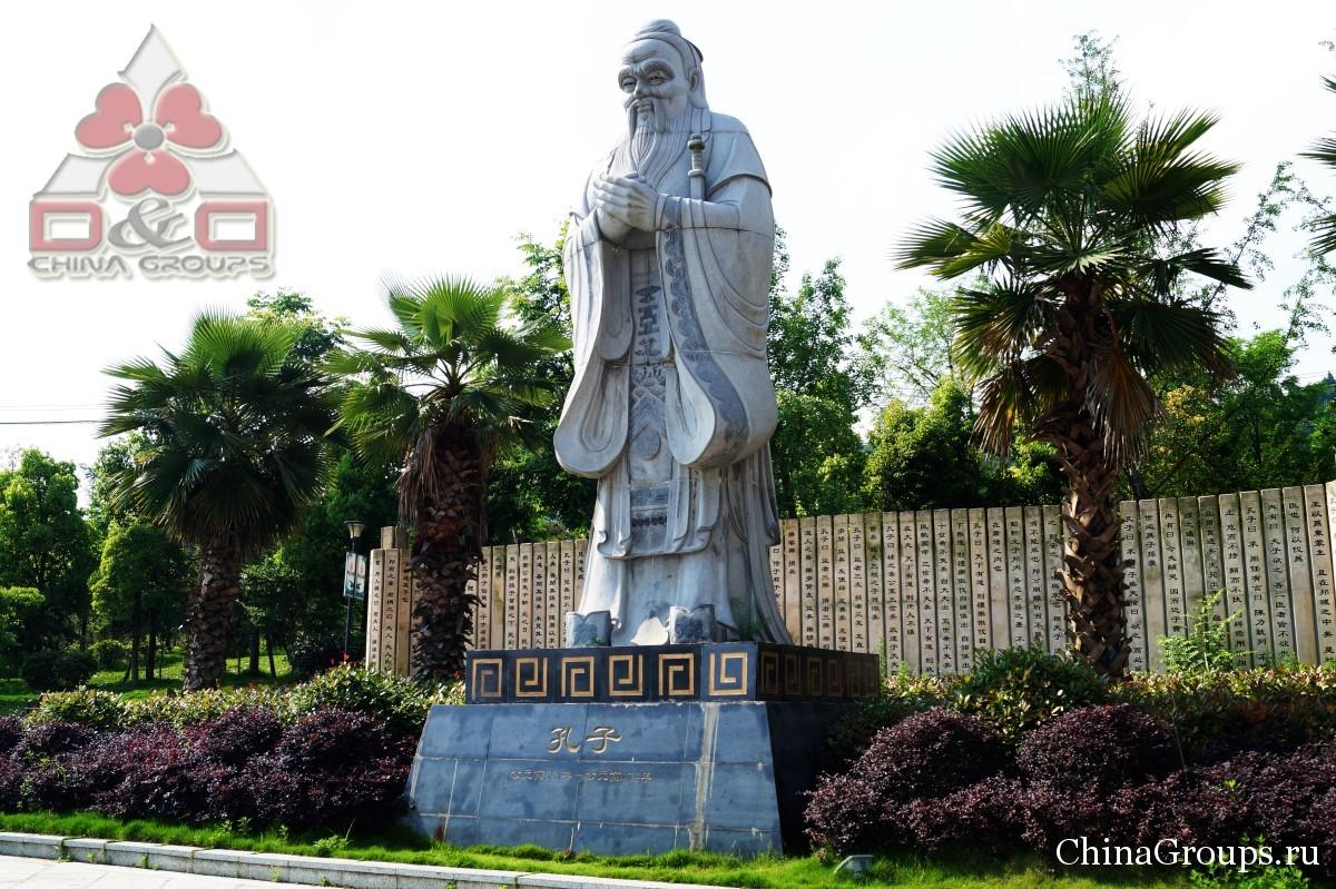 Институт Тунжень статуя мудреца
